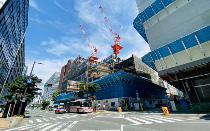 2021年の開業を目指す天神ビジネスセンターの建設現場(福岡市)