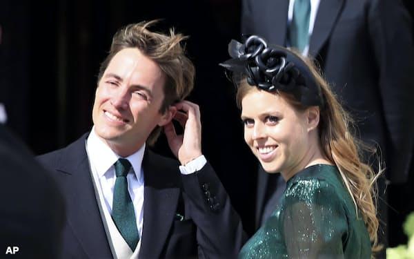 ベアトリス王女は実業家のエドアルド・マペッリ・モッツィ氏(左)と挙式した(写真は2019年8月)=AP