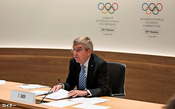17日、オンライン形式で開いたIOC総会に出席するバッハ会長(スイス・ローザンヌ)=ロイター