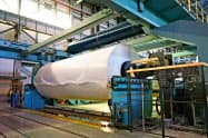 1~6月の紙・板紙の国内出荷は前年を約10%下回った(国内の印刷用紙工場)