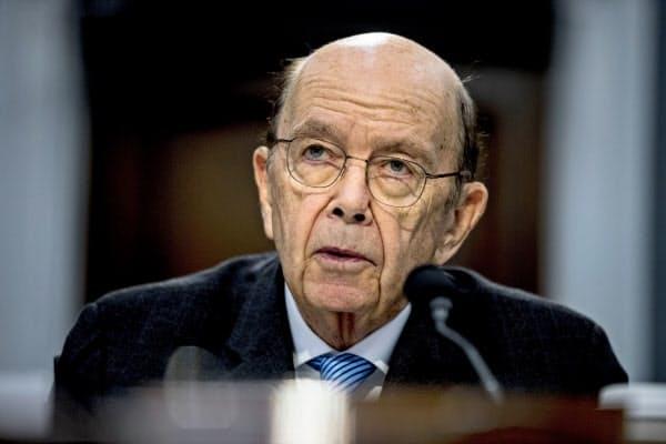 ロス商務長官は中国のウイグル族弾圧を厳しく批判した(写真は3月、ワシントン)=AP