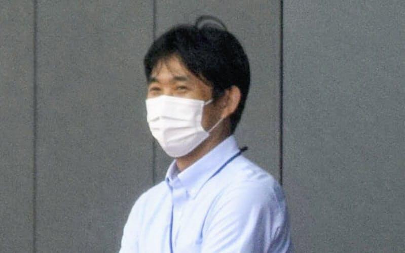 札幌の練習を見守るサッカー日本代表の森保監督(千葉市)=共同