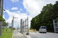 米軍普天間基地のゲート(14日、沖縄県宜野湾市)=共同