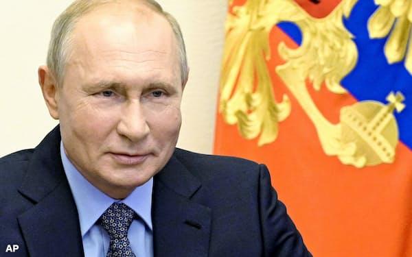 プーチン氏は30年までの国家目標を定め、24年までとしていた従来の目標を修正した(17日、モスクワ郊外)=AP