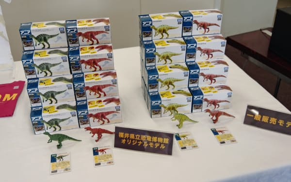 タカラトミーは恐竜フィギュアを発売した