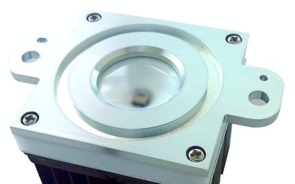 豊田合成が開発した殺菌用の深紫外線発光ダイオード(LED)機器。防水と放熱機能を加えて使いやすくした