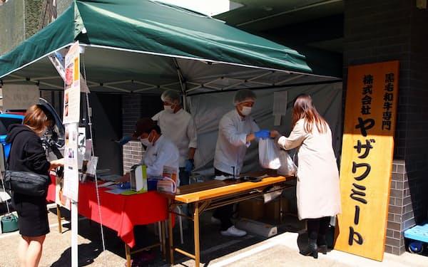 工場前にテントを設置し、4月に精肉の小売り販売を始めたヤザワミート(東京都港区)