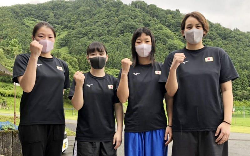 強化合宿に参加したボクシング女子日本代表の(左から)浜本紗也、並木月海、入江聖奈、津端ありさ(24日、富山市)=日本ボクシング連盟提供・共同