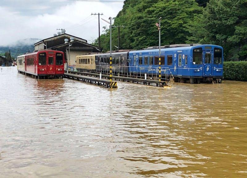 「百年に一度」とされる大規模災害が毎年のように起きている(熊本県人吉市)=くま川鉄道提供