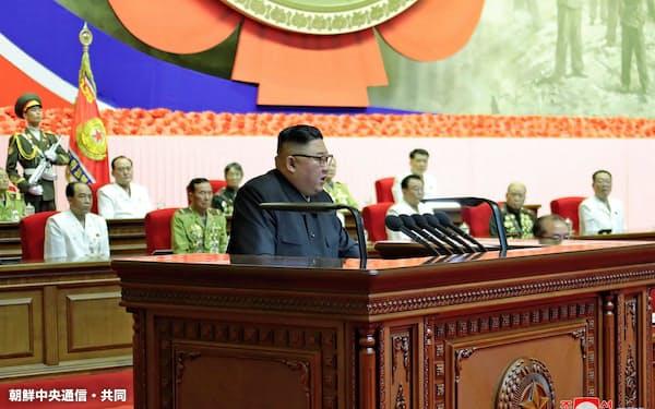 27日の「老兵大会」で演説する金正恩氏=朝鮮中央通信・共同
