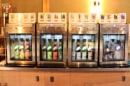 全自動サーバーでは16種類の酒を開けたての状態で試飲できる
