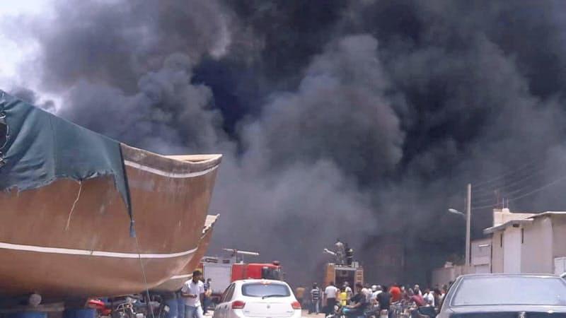 イランでは不審な火災が相次いでいる(15日、南部ブシェールの造船所)=WANA・ロイター