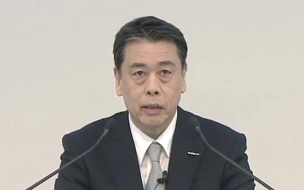 オンラインで決算発表する日産自動車の内田社長(28日)