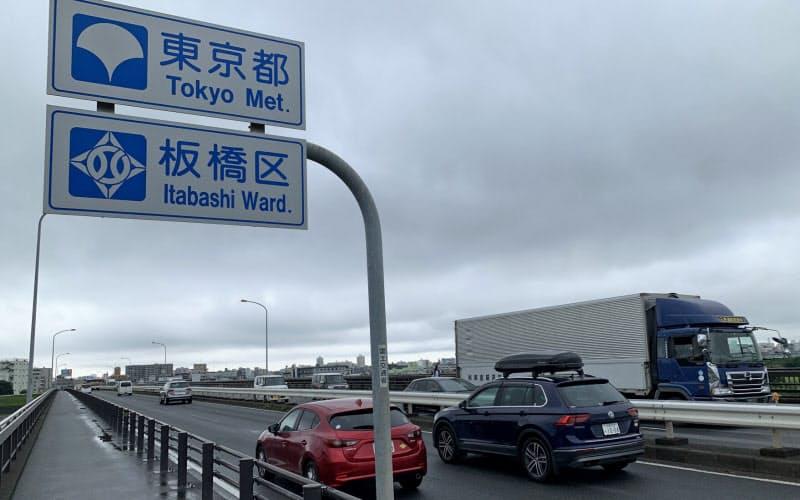 都心方面に向かう車の量は戻りつつある(埼玉県と東京都の境の戸田橋、7月上旬)