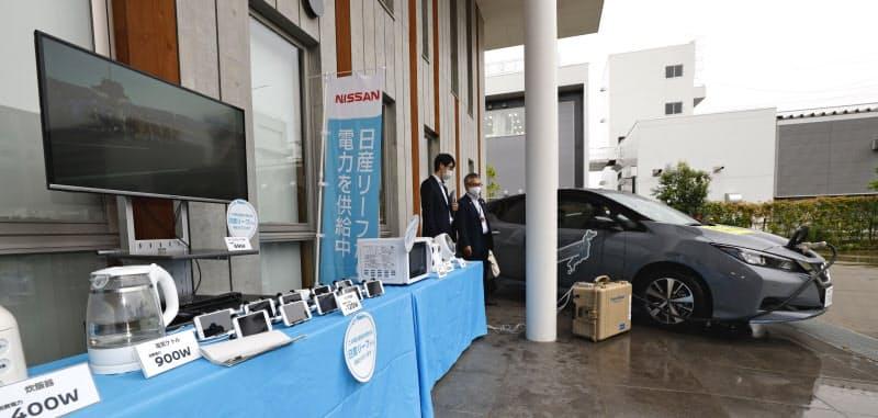 EVから家電製品に電力を供給するデモも実施した(28日、岩手県陸前高田市)