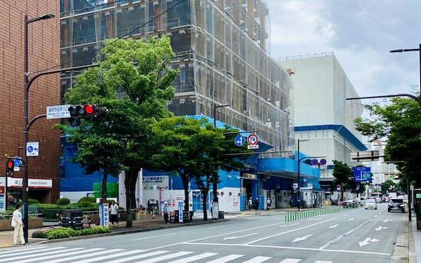 福岡市中心部の天神でビル再開発が相次ぐ