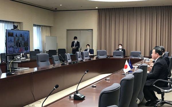 日ASEAN経済担当相テレビ会議に臨む梶山弘志経済産業相(29日)