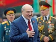 6選を目指すルカシェンコ氏は外国による選挙干渉を非難していた(3日、ミンスク)=ロイター