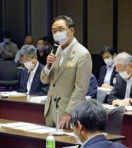 障害者施設への支援の在り方を検証する会合であいさつする神奈川県の黒岩祐治知事(29日午後、県庁)=共同