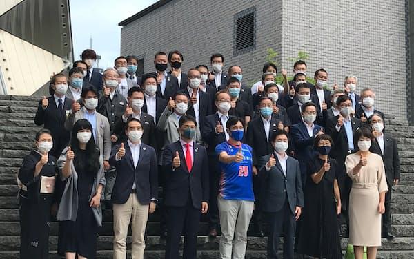 大井川知事をゲストとして、第1回の会合を開いた(30日、水戸市)