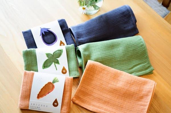 返礼品の泉州タオルの一例。特産のナスなど野菜から抽出した天然染料を使用している