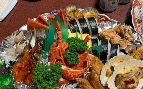 30日、行内イントラに掲示された土佐清水市の飲食店の皿鉢料理