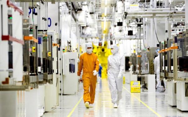 サムスン電子は半導体事業の営業利益が全体の7割弱を占める(同社の半導体工場)