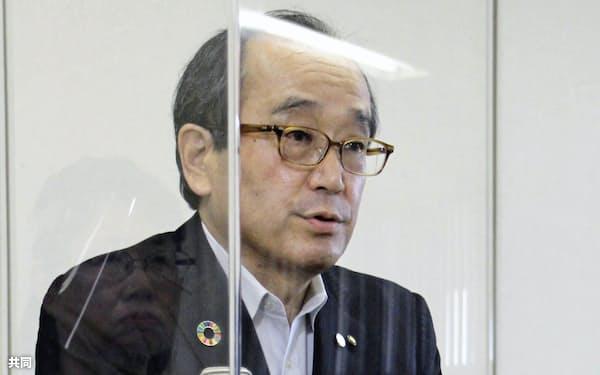 平和宣言の骨子を発表する広島市の松井一実市長(31日、広島市役所)=共同