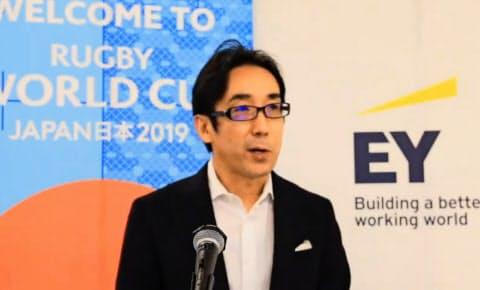 オンラインイベントでリポートについて説明するEYジャパンの松浦義正カスタマーディレクター