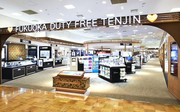 福岡三越にある免税店は1月に店頭を全面改装したばかりだった(福岡市)