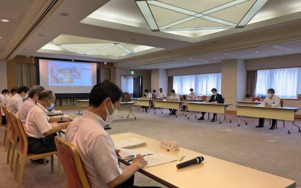 神戸市で開いた新型コロナの対策会議(31日、神戸市)