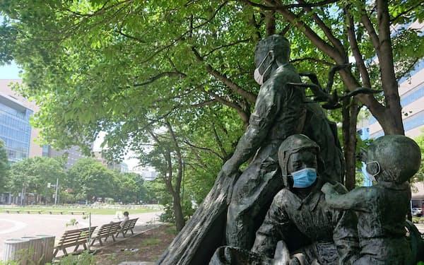 東京の感染拡大を受けて再び東京を回避する動きが広がる(札幌市の大通公園)