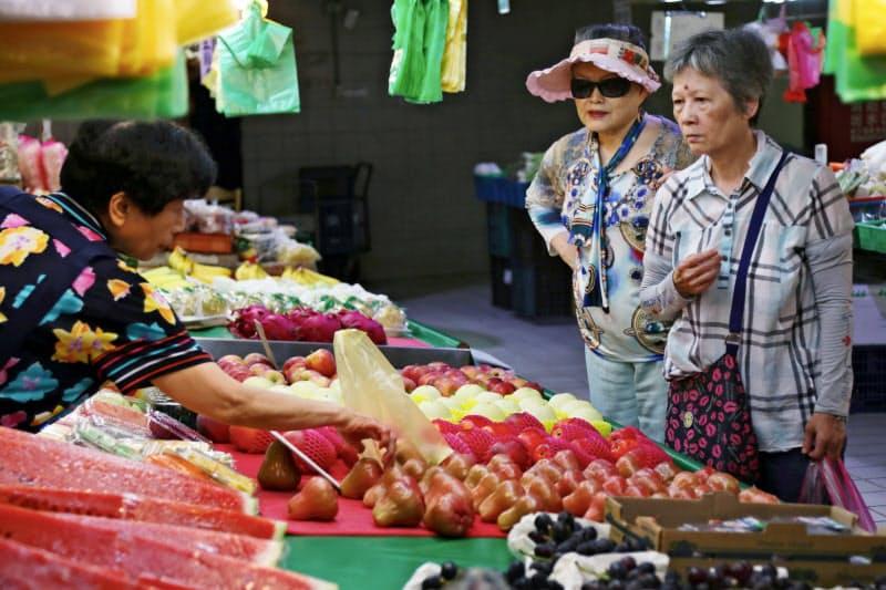 台湾経済は7月からの刺激策によって消費者の購買意欲が戻りつつある(台北市)