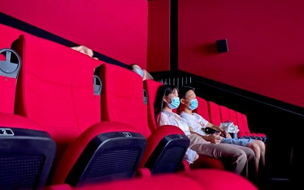 中国で映画館は再開後も空席が目立つ(7月22日、広東省広州市)