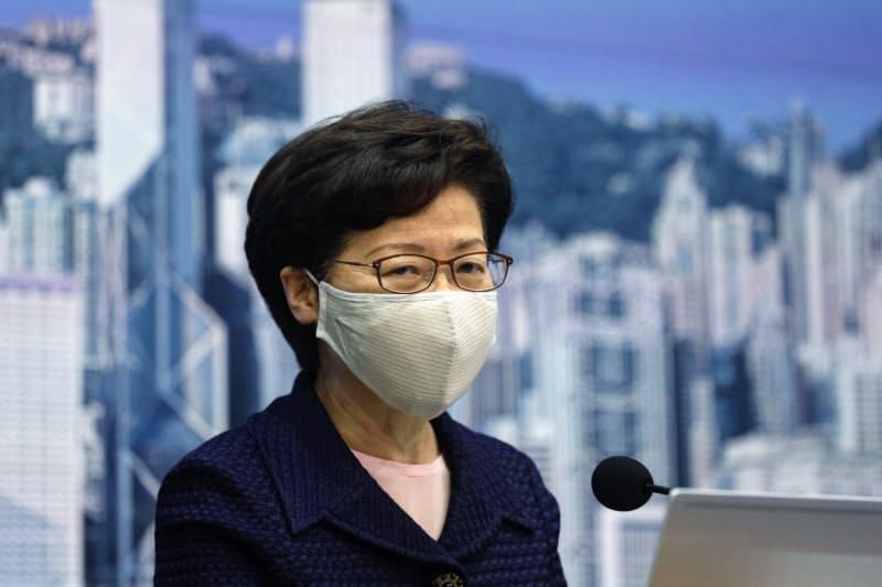 林鄭月娥・行政長官が立法会選の延期を発表した(31日、香港)=AP