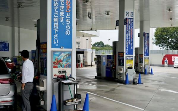 給油する車の数は多くない(東京都世田谷区の給油所)