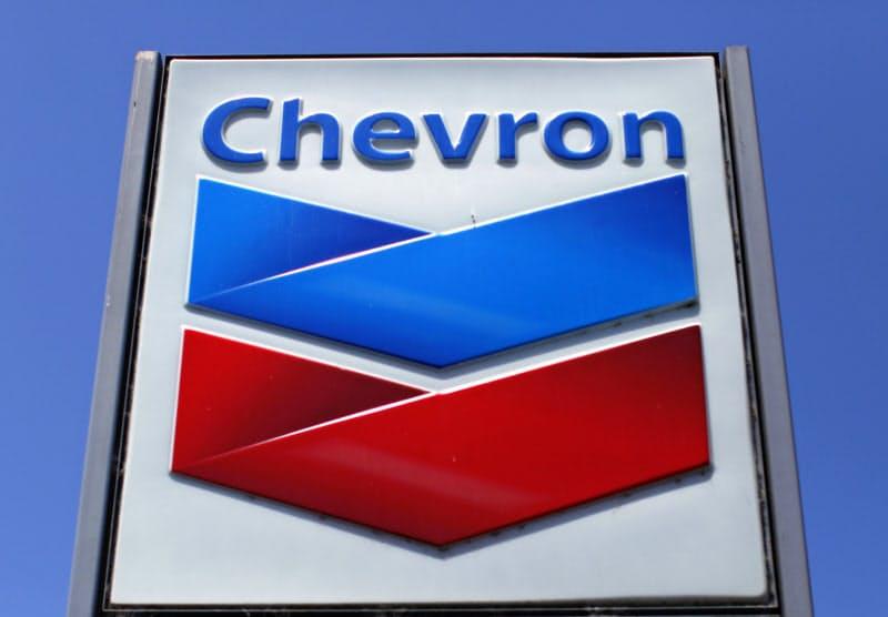 原油相場の下落で採算が大幅に悪化した=ロイター