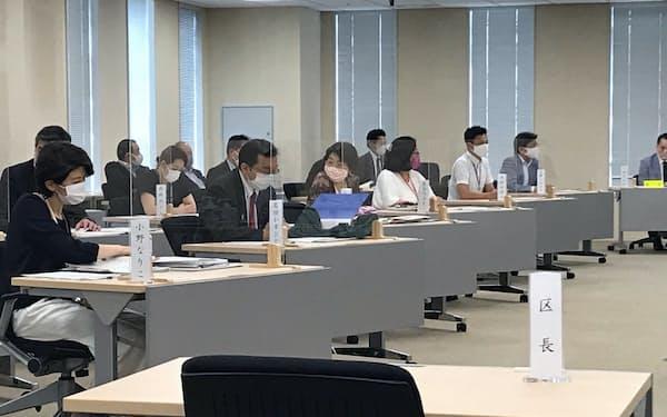 東京・千代田区議会は補正予算案を審議する委員会を開いたが石川雅己区長は姿を見せなかった(30日)