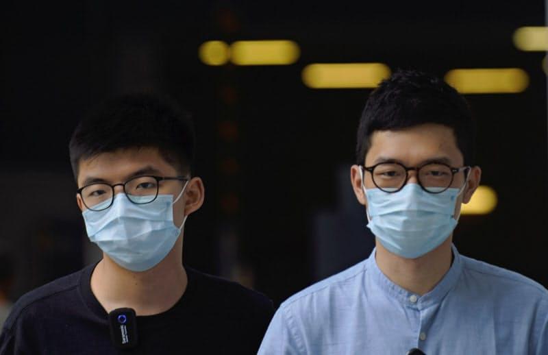 羅冠聡氏(右)と黄之鋒氏は同じ政治団体に所属していた=AP