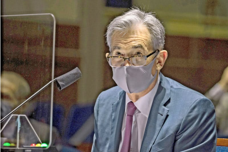 FRBのパウエル議長は「米経済の行方はウイルスしだい」と強調する。写真は6月30日、米下院の公聴会。(ワシントン)=ロイター
