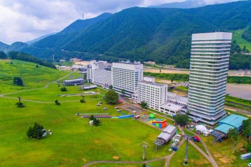 現在は夏季営業中の苗場プリンスホテル(新潟県湯沢町)