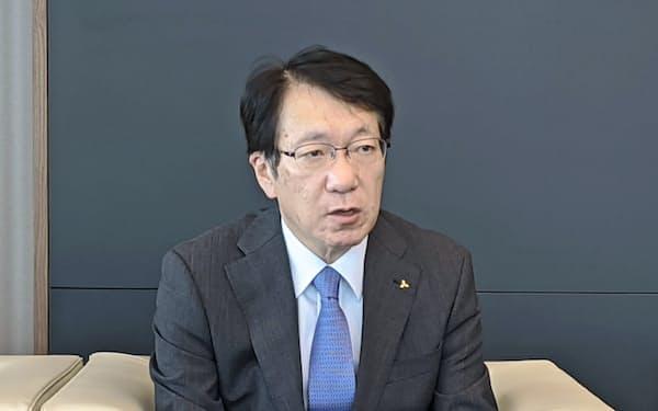 7月末、日本経済新聞のインタビューに応じる三菱自動車の加藤隆雄最高経営責任者(CEO)