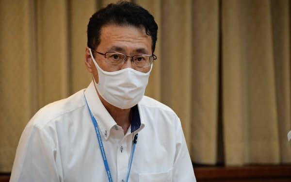 新型コロナの感染者について説明する宮城県の担当者(3日、県庁)