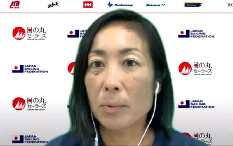 オンラインで記者会見するセーリング女子470級五輪代表の吉田愛(3日午後)=共同