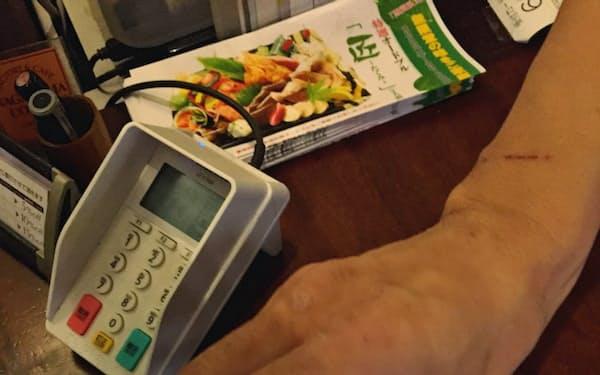 ギフティが自治体向けに提供する電子商品券は店頭でスタンプを押すことで、再利用できない仕組みになっている(秋田県のプレミアム飲食券の事例)