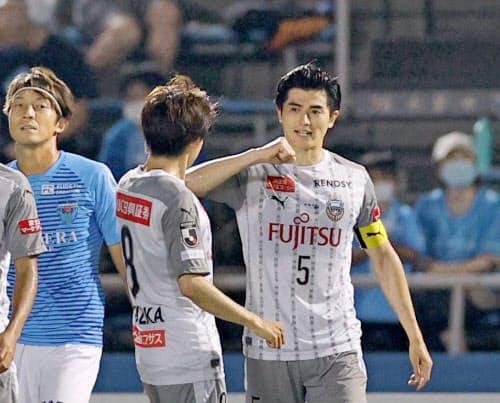 川崎キャプテンのCB、谷口(右)はフル出場している=共同
