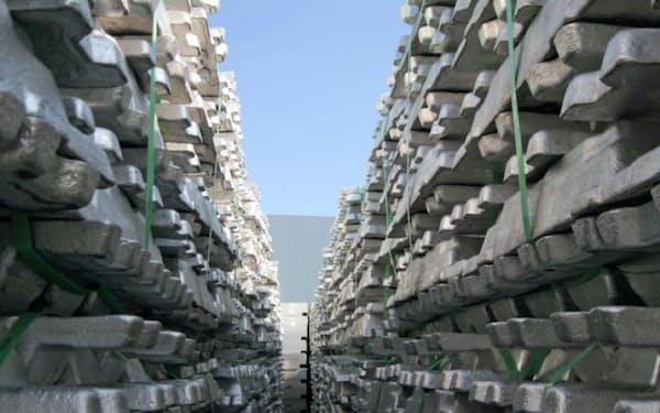 世界全体ではアルミ地金の需給が緩い