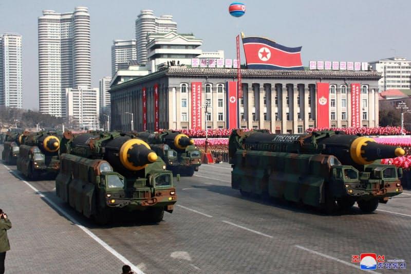 北朝鮮は核・ミサイル開発を続けているもようだ(2018年2月、平壌での軍事パレード)=朝鮮中央通信・ロイター