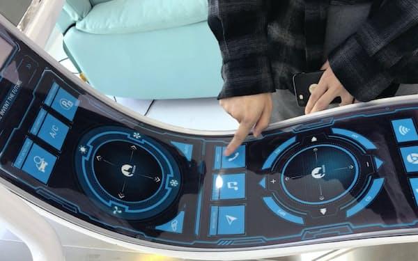 ロヨルの折り曲げ可能なタッチパネルは車や飛行機への搭載を目指す(深圳市)