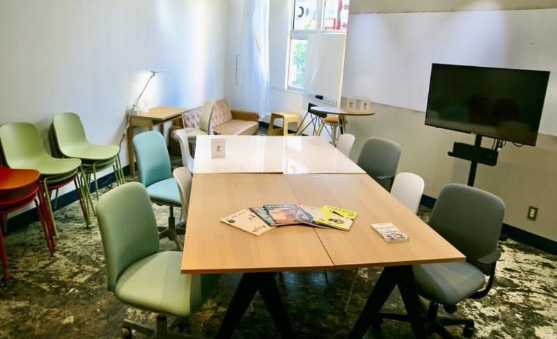 オフィス家具大手のオカムラと組んで仕事しやすい環境を整える